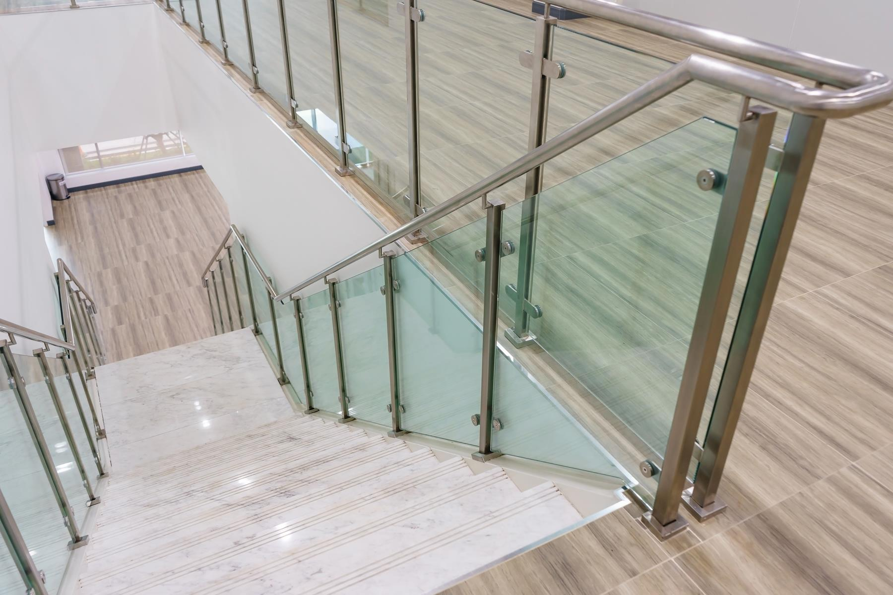 glass-railing-lake-zurich-glass-stair-railing-lake-zurich