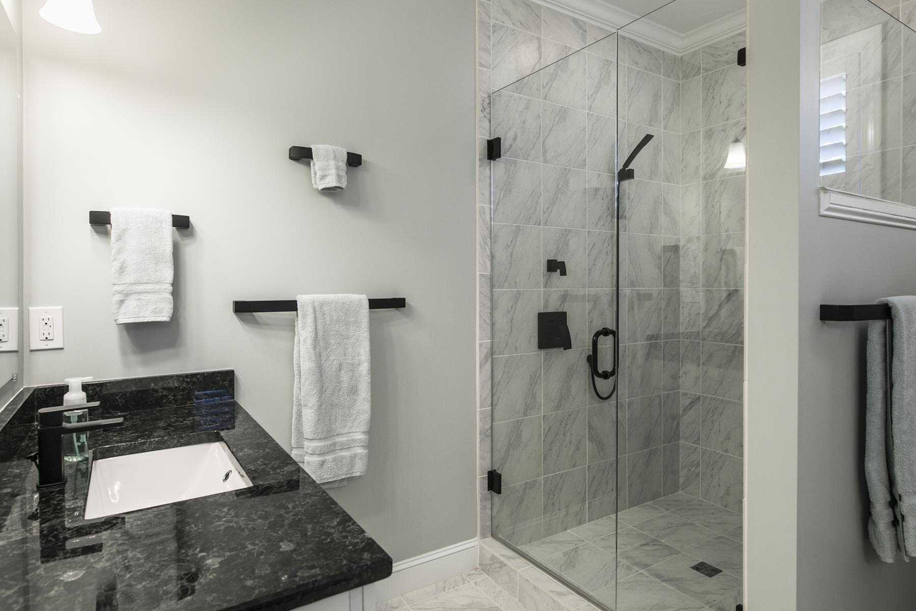 frameless-shower-doors-lake-zurich-shower-doors-installation-lake-zurich