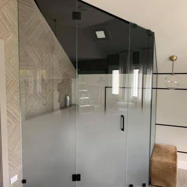 shower-enclosures-chicago-glass-shower-door-repair-chicago